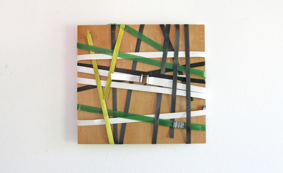 O. T (für J.), 2011, Kunststoffbänder Sperrholz, 32 x 32 cm