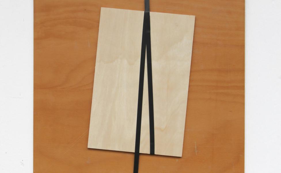 straight, 2012, Kunststoffband Sperrholz, 49 x 53 cm