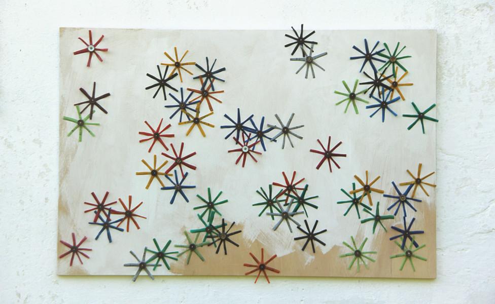 mini nestor, 2013, Patronenhüllsen Acrylfarbe Holzplatte,  87 x 133 cm